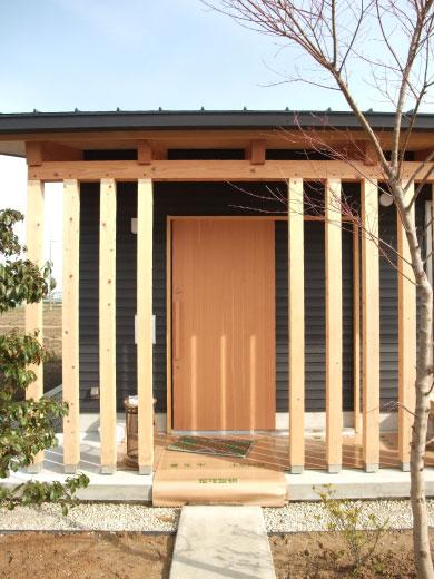青木昌則建築研究所オープンハウス:切妻屋根の平屋の家