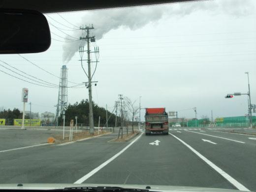 相馬市:震災ガレキを乗せたトラックか数多く走る