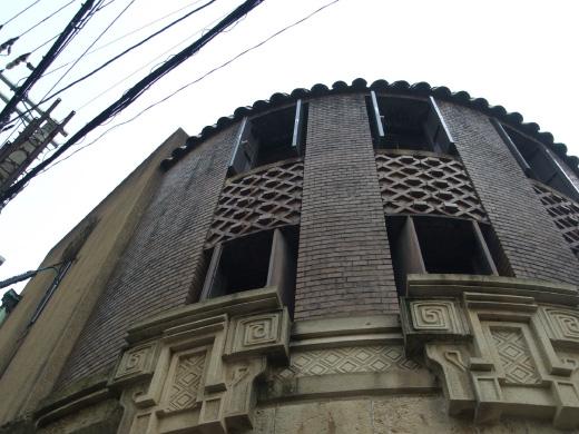 大阪市にある芝川ビル外観