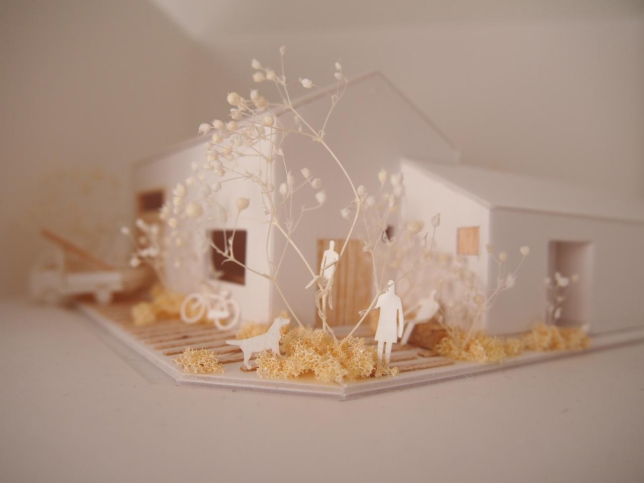 十字路に建つ作業室を持った小さな平屋の住宅04