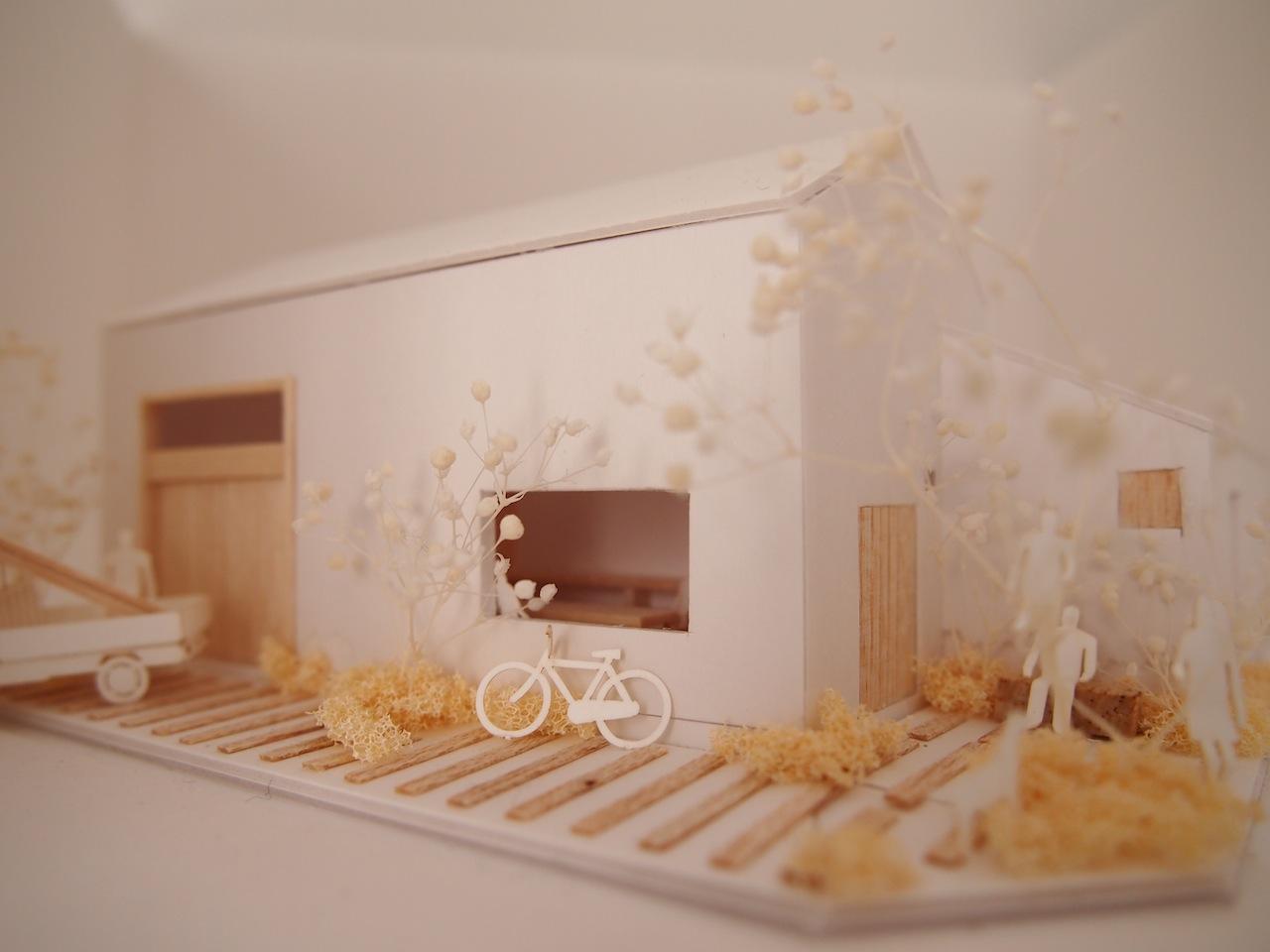 十字路に建つ作業室を持った小さな平屋の住宅06