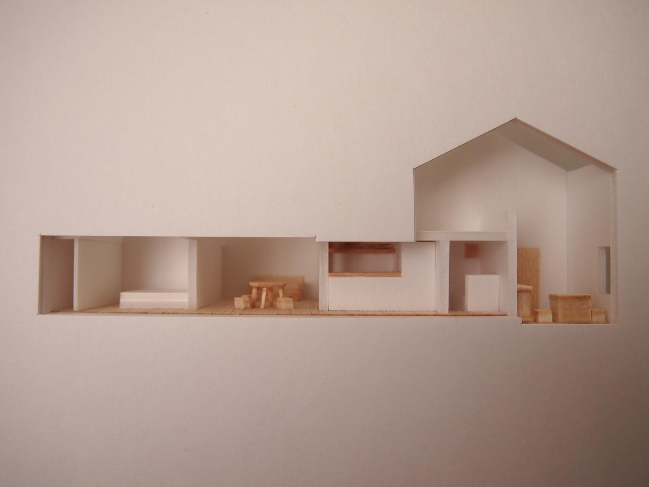 十字路に建つ作業室を持った小さな平屋の住宅08