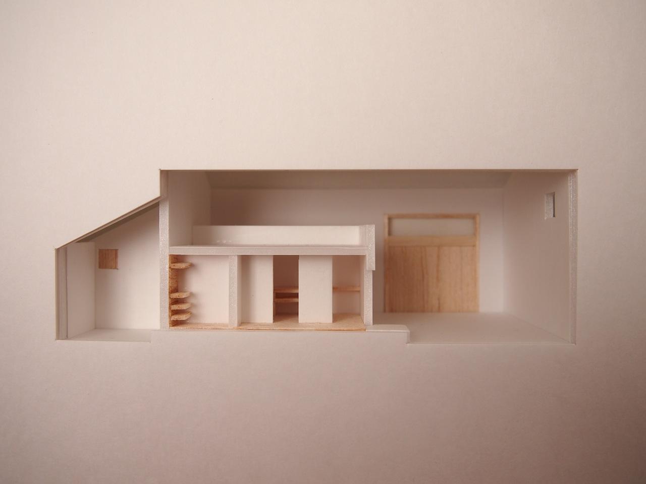 十字路に建つ作業室を持った小さな平屋の住宅09